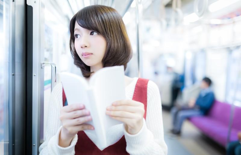 マンガ読む女子