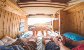 自宅でキャンプ気分!デザイン性にも優れた「アウトドア商品」5選