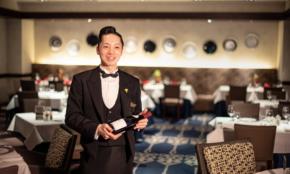 老舗ホテルで働く新人が、24歳で「最速ソムリエ合格」できた理由