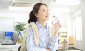 透明ジュースが20代にウケる理由「職場での飲み物まで上司にダメ出しされる」