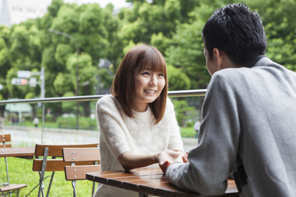 A couple talking while staring at the cafe terrace