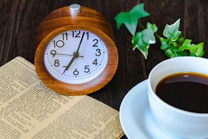 コーヒーと英字新聞
