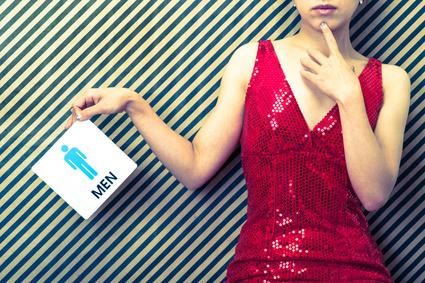 男性のマークと赤いドレスの女性