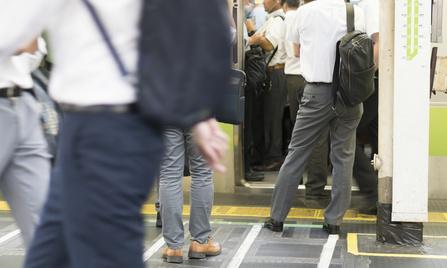通勤通学 朝の新宿駅