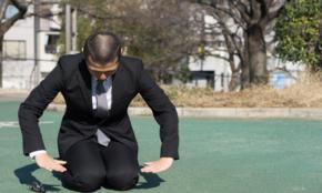 土下座させる、2時間説教…悪質クレーマーの「カスハラ」深刻な実態