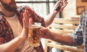 周りをシラけさせずに「お酒を断る」上手な方法