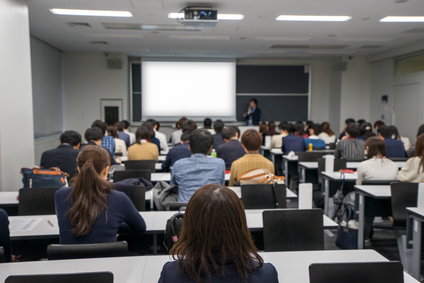 大学の教室でのプレゼンテーション