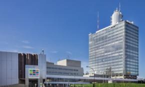 NHK、30億円の赤字予算。年収や出世基準に、職員たちの本音は?