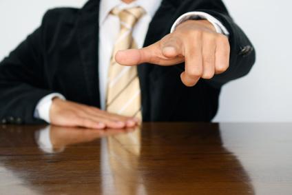 ビジネスマンの指差し