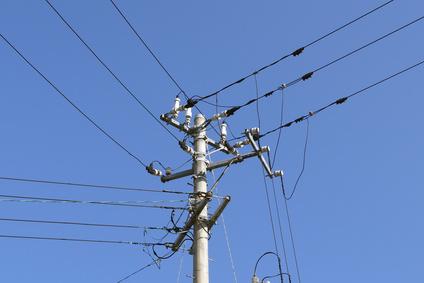 電線と電柱(電信柱)
