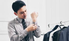 女性がドン引きする「男のスーツスタイル10選」カラフル靴下、タイトスーツ…