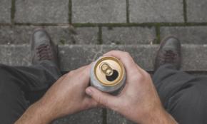 """20代に広がる""""麻薬だけじゃない""""依存症。アルコール、処方薬にも…"""