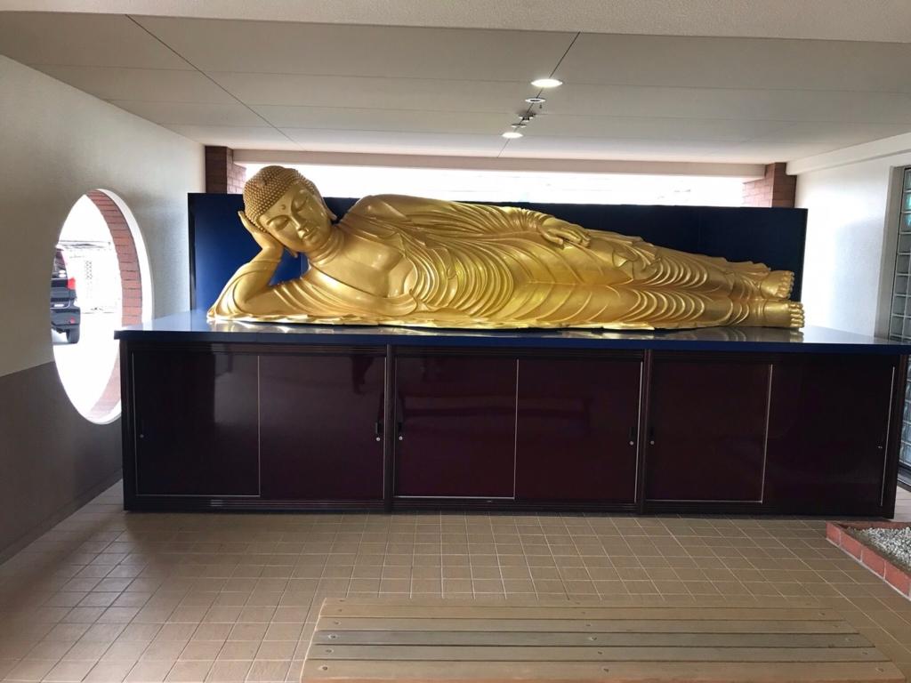 4mにもなる巨大な涅槃仏
