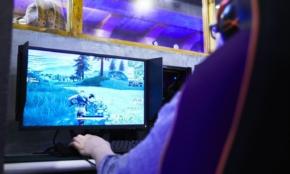 「eスポーツカフェ」を利用してみた。ゲームセンターの次世代型?