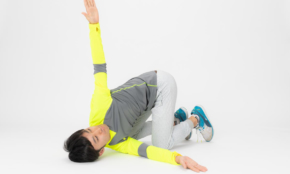 肩こりを解消する「肋骨・背骨ツイスト」1日左右3回ずつでOK