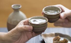 意外と知らない「日本酒での会食マナー」。プロが教える3つの要点