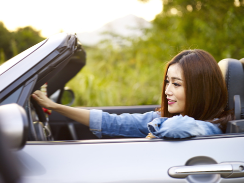 女性 自動車