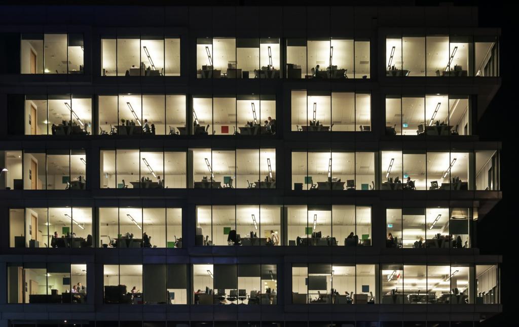 夜 オフィス