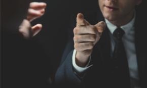 若手社員の「上司の目が気になる」悩みを一気に解消する方法