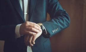 新入社員が高級ブランド時計をつけるのはアリ?