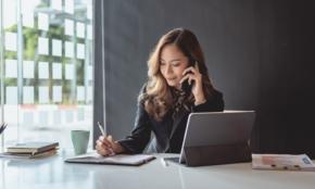 会議中に仕事の電話がかかってきたら…新入社員が知りたい携帯電話のマナー