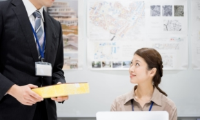 職場に「帰省のお土産」は買うべき?上司世代からは「常識」の声も