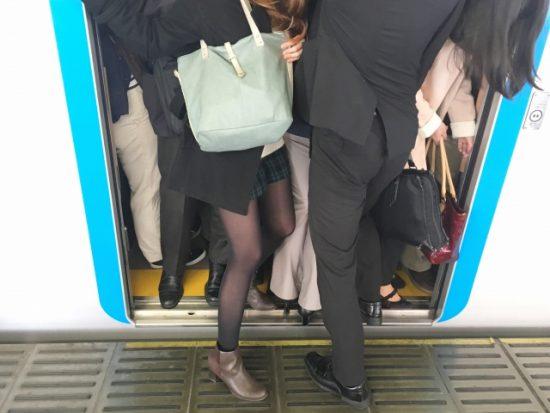 電車 満員