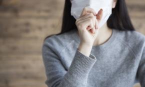 「風邪でもないのにマスク」する若者は、40代から見て不快か?