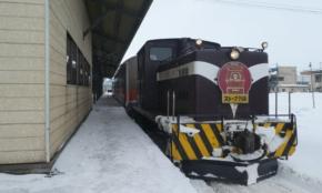 90周年の津軽鉄道ストーブ列車。車内でスルメも焼ける
