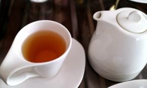 企業訪問した時、お茶を飲む正しいタイミングは?新人のマナー