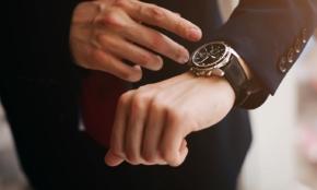 若者の腕時計離れは本当?つけていても「スマホで確認」する若者も