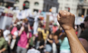 コロナショックで「最悪の経済危機」が到来。海外では暴動やテロも