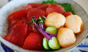 スーパーの刺身で「海鮮漬け丼」レシピ。オイスターソースで極上の味に!?