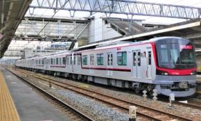 東武鉄道、日比谷線直通〈THライナー〉 70090型に乗ってみた