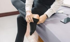 靴下がダサいとスーツは台無し。スタイリストが教える「正しい足元」