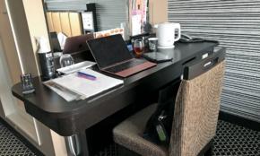 アパホテル VS 東横イン、テレワークに快適なのはどっち?記者が体験