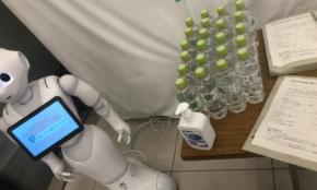 コロナ感染した30代記者、8日間のホテル療養で「話し相手はロボットだけ」
