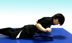 体の疲れや怪我を予防。自宅ですぐできる「背筋トレーニング」