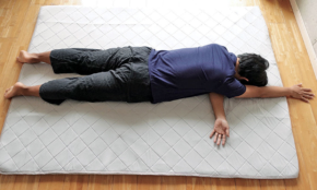1日数分の「寝る前ヨガ」。脳疲労の回復にも効果アリ