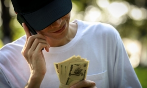 持続化給付金の不正受給。なぜ10〜20代が詐欺に加担したのか