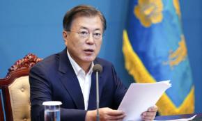 韓国で5万人が反政府デモ…文在寅大統領を悩ます「三重苦」