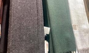 ユニクロ「最新ヒートテック」は小物にも注目。マフラー、手袋も魅力的に