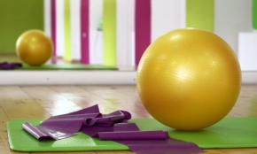 リモートワーク中心の今こそ「バランスボール生活」で体幹を鍛えよう