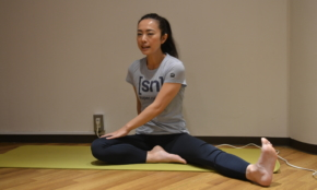 肩こりや腰痛「テレワーク疲れ」に効くヨガのプログラム。初心者でもOK