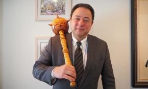 """トゲがついた""""武器""""が話題に。駐日ウクライナ大使に聞く「ツイッター外交」の真価"""