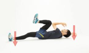 意外と難しい体幹の運動に…マット1枚でできる「ハイブリッド体幹トレ」