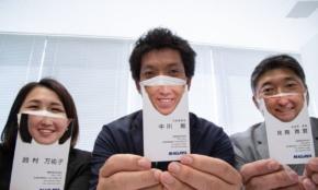 マスク着用でも笑顔がわかる「スマイル名刺」とは?社内から不安の声も