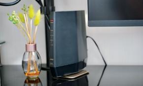 不調な家のネット環境が爆速に!PCのプロが最新Wi-Fiルーターをレビュー